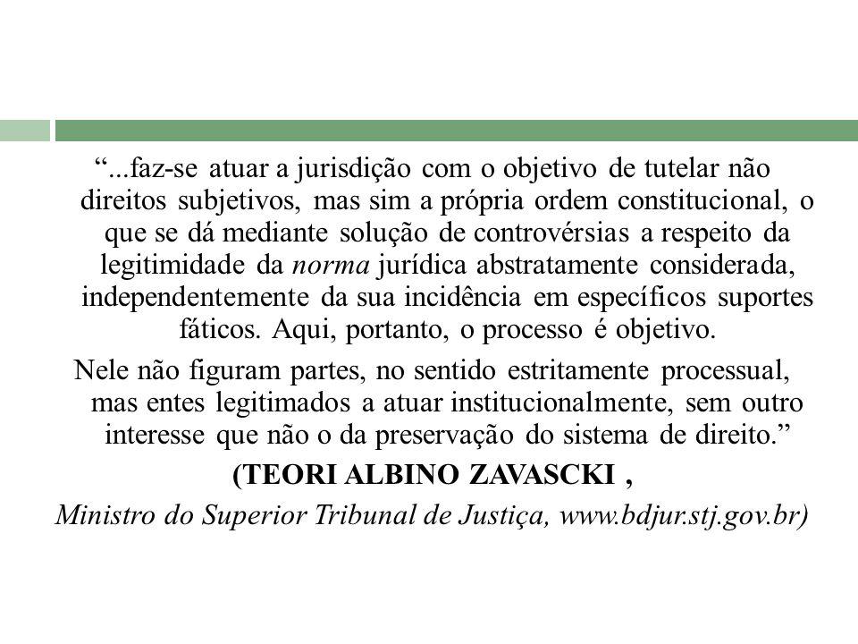 ...faz-se atuar a jurisdição com o objetivo de tutelar não direitos subjetivos, mas sim a própria ordem constitucional, o que se dá mediante solução d