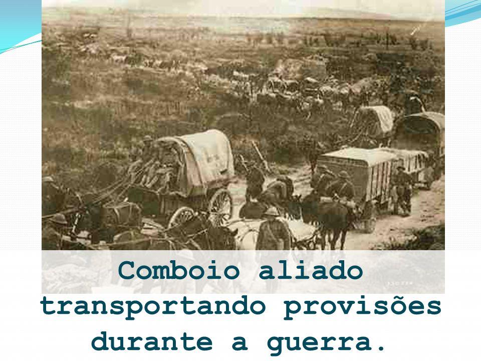 Comboio aliado transportando provisões durante a guerra.