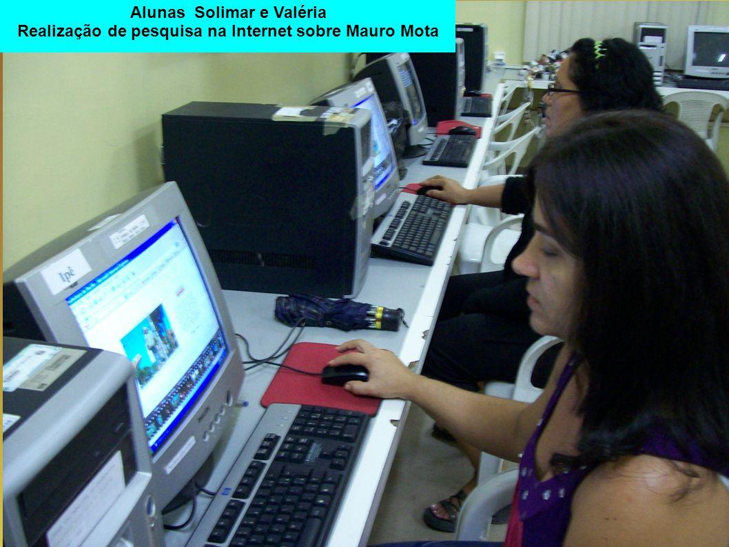 Alunas Solimar e Valéria Realização de pesquisa na Internet sobre Mauro Mota