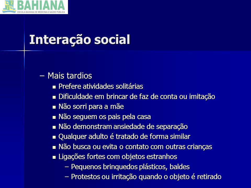 Interação social –Mais tardios Prefere atividades solitárias Prefere atividades solitárias Dificuldade em brincar de faz de conta ou imitação Dificuld