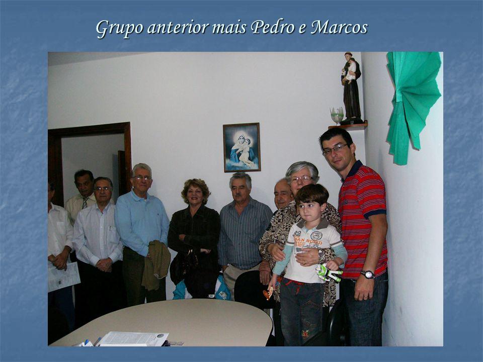 Maria Antônia e Pedro se juntam ao grupo Maria Eduarda, xodó do avô, visivelmente emocionada