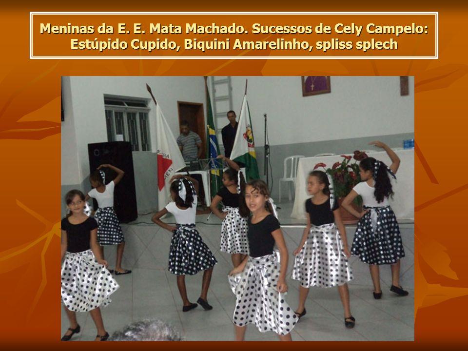Meninas da E. E. Mata Machado. Sucessos de Cely Campelo: Estúpido Cupido, Biquini Amarelinho, spliss splech