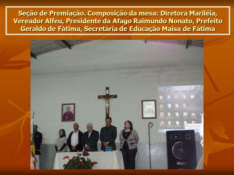 Seção de Premiação. Composição da mesa: Diretora Mariléia, Vereador Alfeu, Presidente da Afago Raimundo Nonato, Prefeito Geraldo de Fátima, Secretária