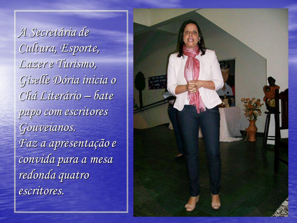 A Secretária de Cultura, Esporte, Lazer e Turismo, Giselle Dória inicia o Chá Literário – bate papo com escritores Gouveianos. Faz a apresentação e co