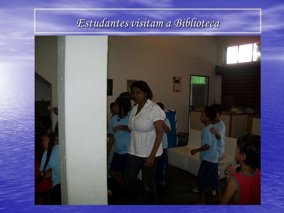 Estudantes visitam a Biblioteca