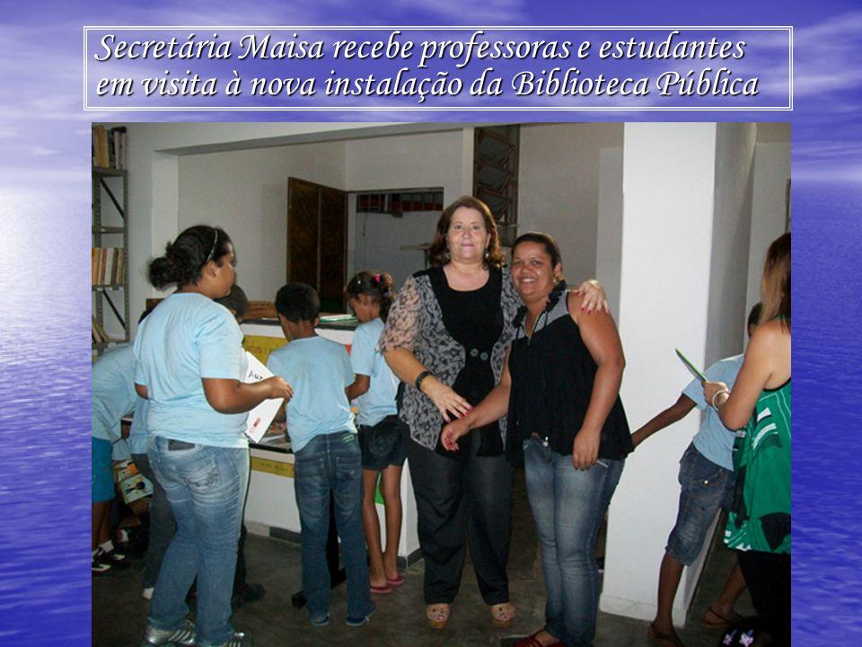 Secretária Maisa recebe professoras e estudantes em visita à nova instalação da Biblioteca Pública