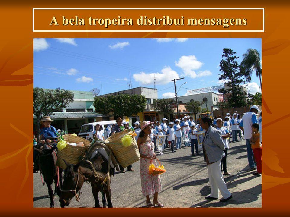 A bela tropeira distribui mensagens