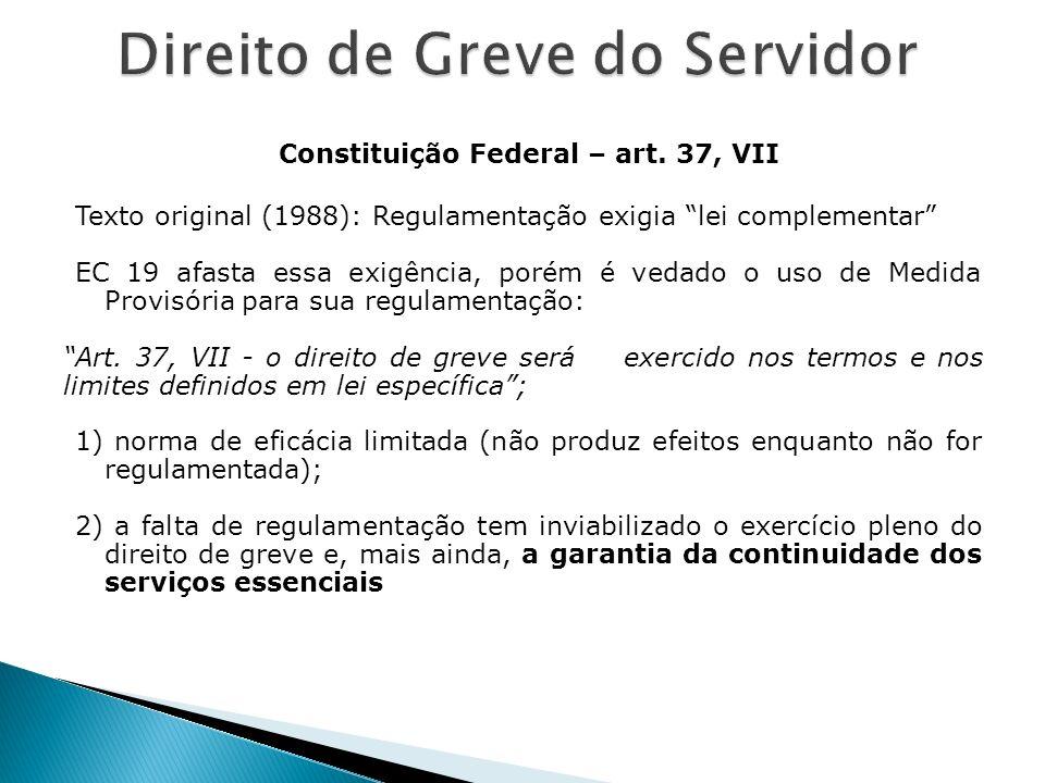 Constituição Federal – art. 37, VII Texto original (1988): Regulamentação exigia lei complementar EC 19 afasta essa exigência, porém é vedado o uso de