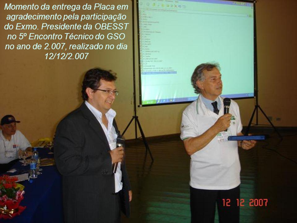 Momento da entrega da Placa em agradecimento pela participação do Exmo. Presidente da OBESST no 5º Encontro Técnico do GSO no ano de 2.007, realizado