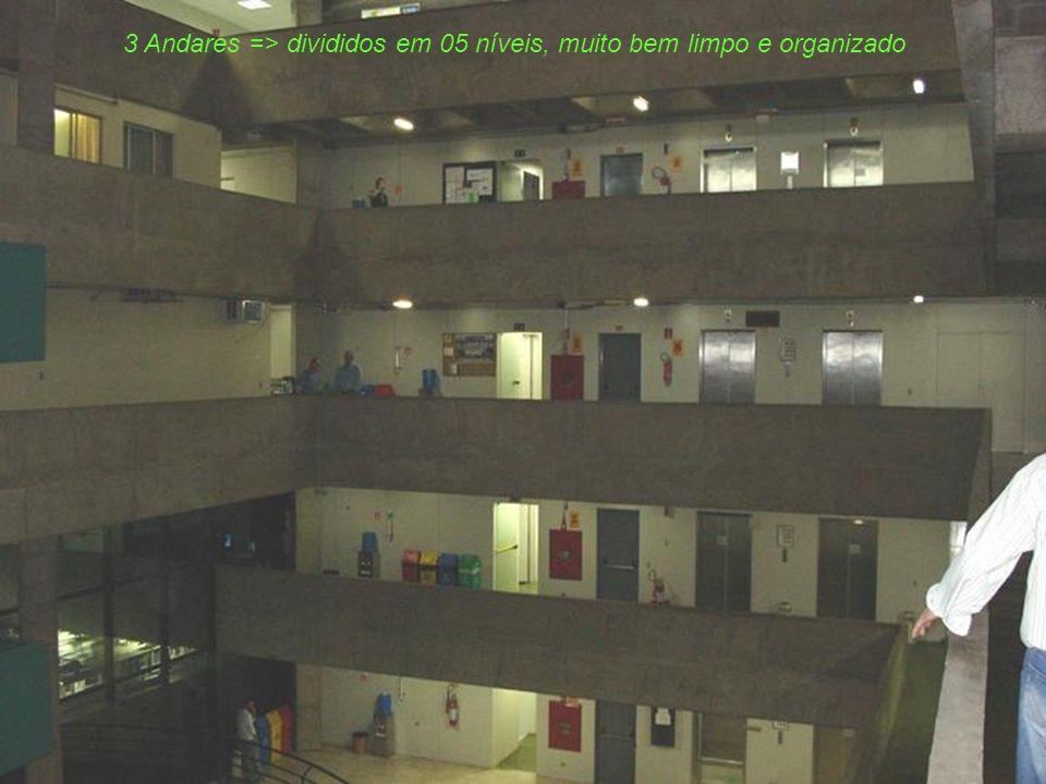 3 Andares => divididos em 05 níveis, muito bem limpo e organizado