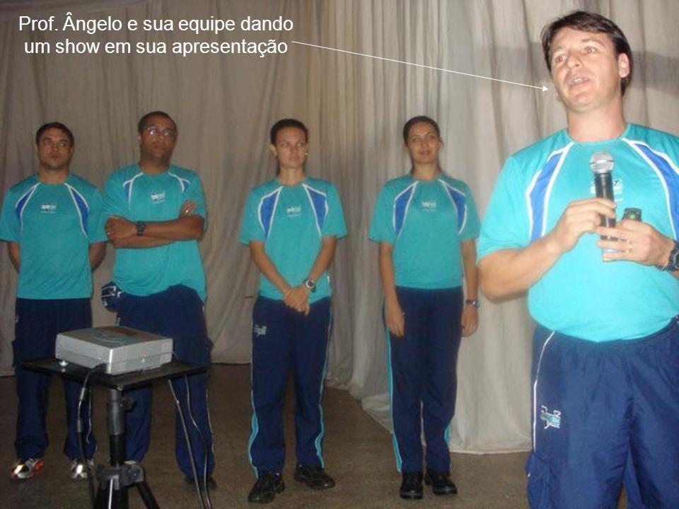Prof. Ângelo e sua equipe dando um show em sua apresentação