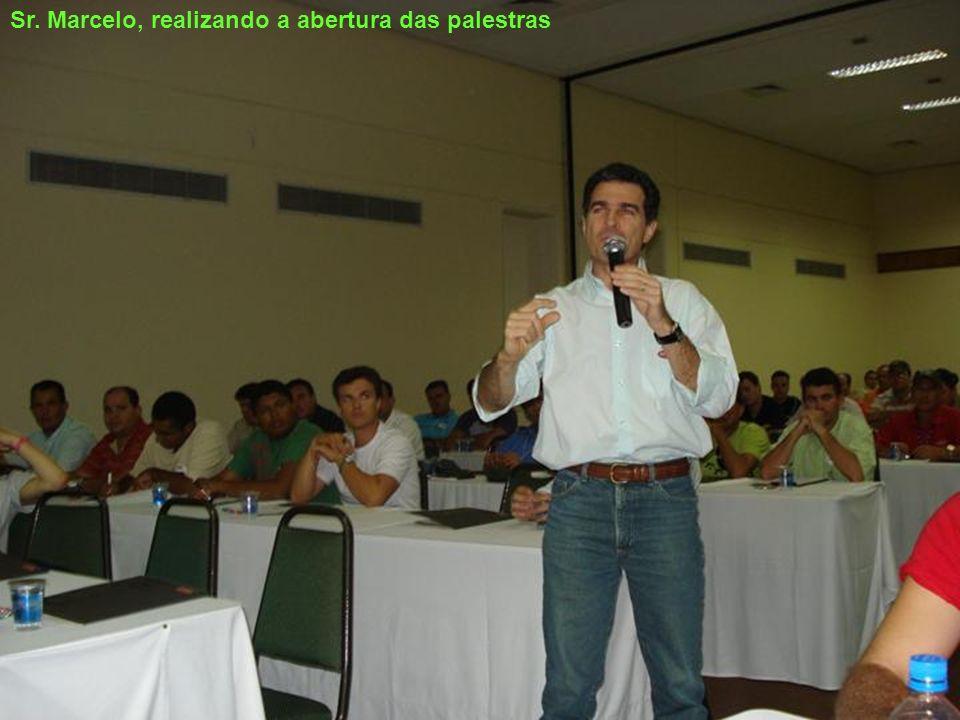 Sr. Marcelo, realizando a abertura das palestras