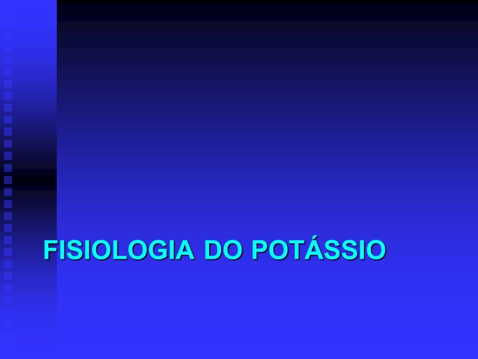 ROTA DE ADMINISTRAÇÃO PREFERÊNCIA: VIA ORAL PREFERÊNCIA: VIA ORAL Via venosa Via venosa Impossibilidade da via oral Impossibilidade da via oral Hipocalemia severa Hipocalemia severa Repercussão severa: arritmias cardíacas, tetraplegia, insuficiência respiratória, rabdomiólise Repercussão severa: arritmias cardíacas, tetraplegia, insuficiência respiratória, rabdomiólise Solução normal de KCl: 2 mEq KCl/mL Solução normal de KCl: 2 mEq KCl/mL 20 – 40 mEq/L ou 10 – 20 ml em 1 litro 20 – 40 mEq/L ou 10 – 20 ml em 1 litro Em concentração maior (> 60 mEq/L): evitar veia periférica Em concentração maior (> 60 mEq/L): evitar veia periférica Evitar uso de solução glicosada Evitar uso de solução glicosada