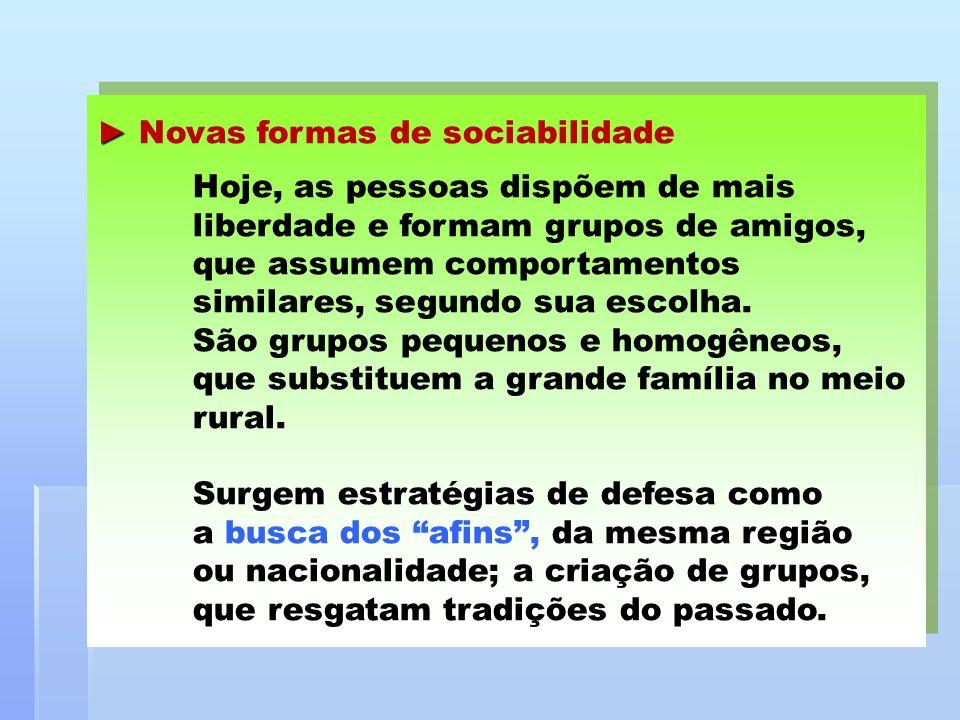 Novas formas de sociabilidade Hoje, as pessoas dispõem de mais liberdade e formam grupos de amigos, que assumem comportamentos similares, segundo sua