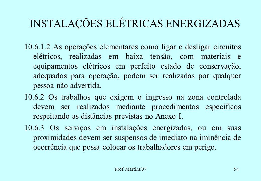 Prof. Martins/0753 10.6 - SEGURANÇA EM INSTALAÇÕES ELÉTRICAS ENERGIZADAS 10.6.1 As intervenções em instalações elétricas com tensão igual ou superior