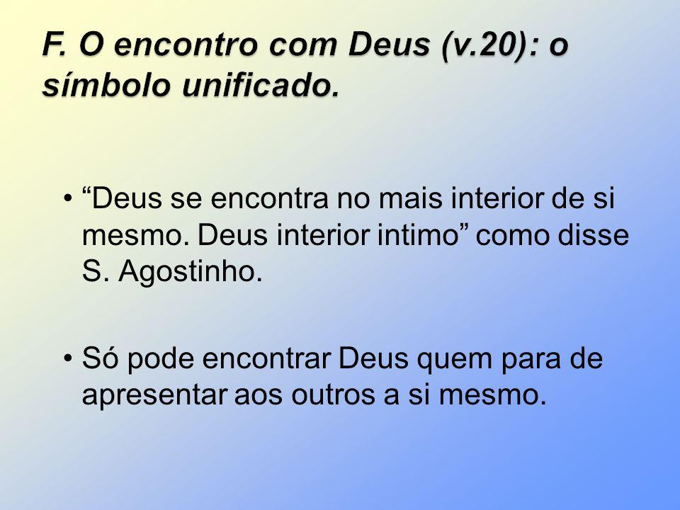 Deus se encontra no mais interior de si mesmo. Deus interior intimo como disse S. Agostinho. Só pode encontrar Deus quem para de apresentar aos outros