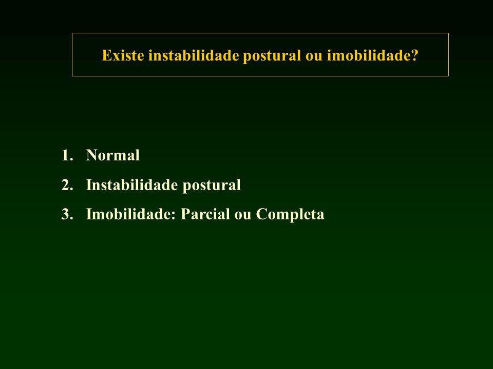 Existe instabilidade postural ou imobilidade.