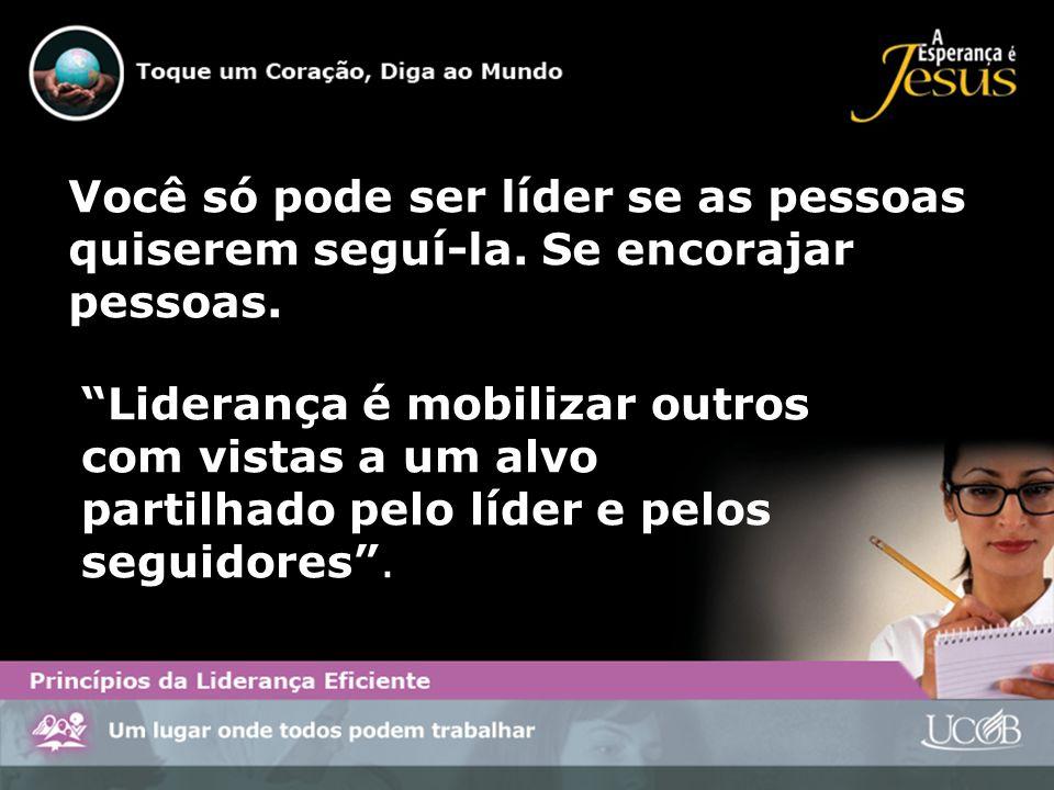 Ser líder na igreja de Deus implica no requisito de estar disposto a ser servo.