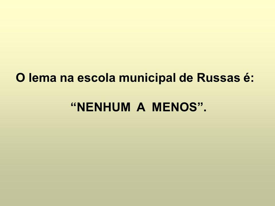 O lema na escola municipal de Russas é: NENHUM A MENOS.