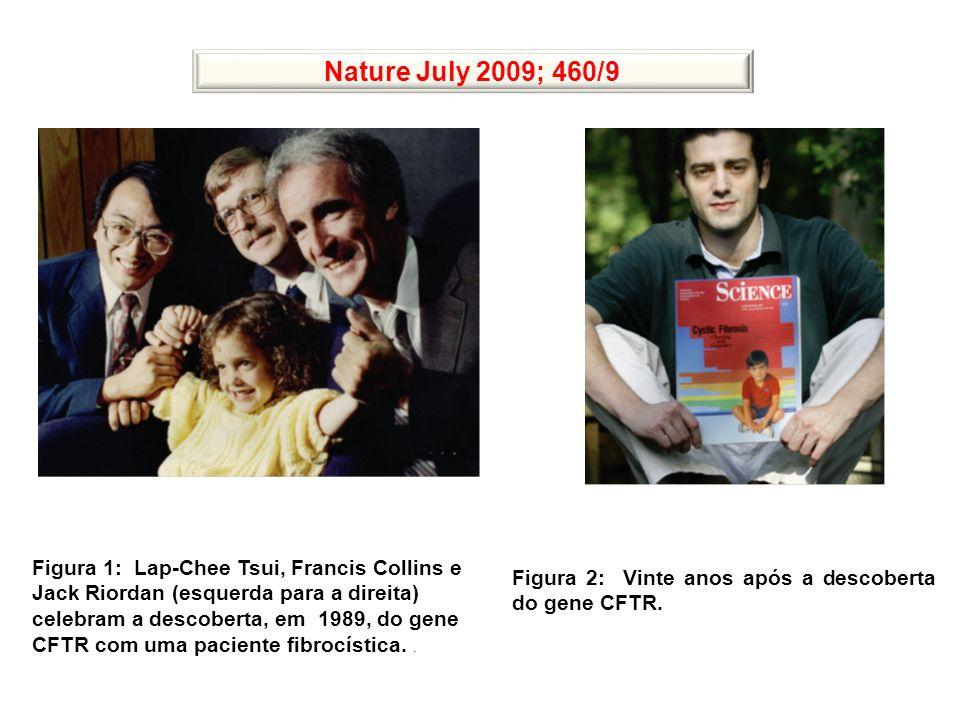Figura 1: Lap-Chee Tsui, Francis Collins e Jack Riordan (esquerda para a direita) celebram a descoberta, em 1989, do gene CFTR com uma paciente fibroc