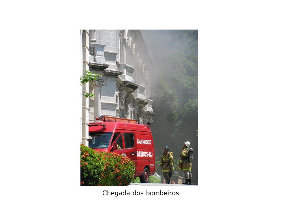 Chegada dos bombeiros