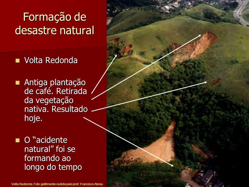 Formação de desastre natural Volta Redonda Volta Redonda Antiga plantação de café. Retirada da vegetação nativa. Resultado hoje. Antiga plantação de c