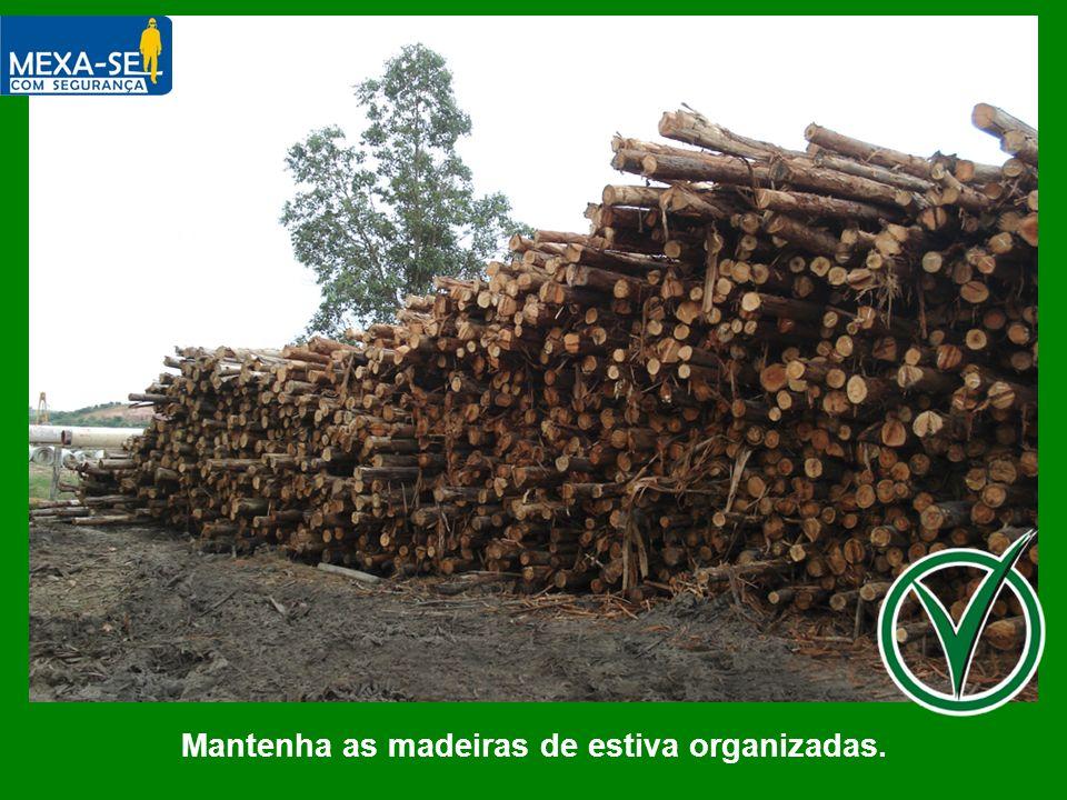 Mantenha as madeiras de estiva organizadas.