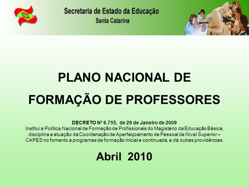 FÓRUM CATARINENSE DE POLÍTICAS DE EDUCAÇÃO SUPERIOR POLÍTICA DAS LICENCIATURAS PERCURSO em Santa Catarina FÓRUM CATARINENSE DE POLÍTICAS DE EDUCAÇÃO SUPERIOR POLÍTICA DAS LICENCIATURAS Realizados 8 Seminários Regionais e 1 Estadual com 1.032 participantes (2006 - 2008) Dimensões: Estágio Organização Didático-Pedagógica dos Cursos de Licenciaturas Carreira e Profissão Educação a Distância e Tecnologias Articulação entre os Sistemas e Instituições