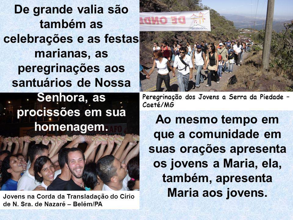 Ao mesmo tempo em que a comunidade em suas orações apresenta os jovens a Maria, ela, também, apresenta Maria aos jovens. De grande valia são também as