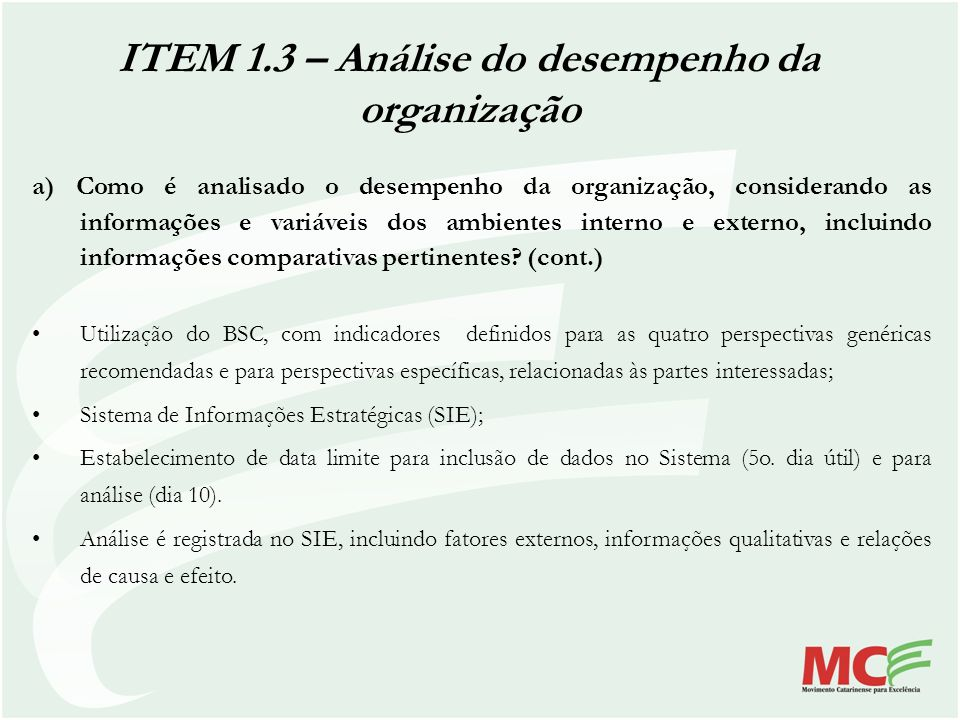 a) Como é analisado o desempenho da organização, considerando as informações e variáveis dos ambientes interno e externo, incluindo informações compar