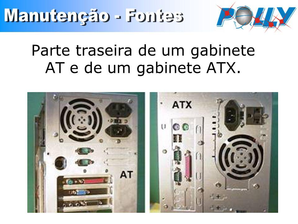 Parte traseira de um gabinete AT e de um gabinete ATX.