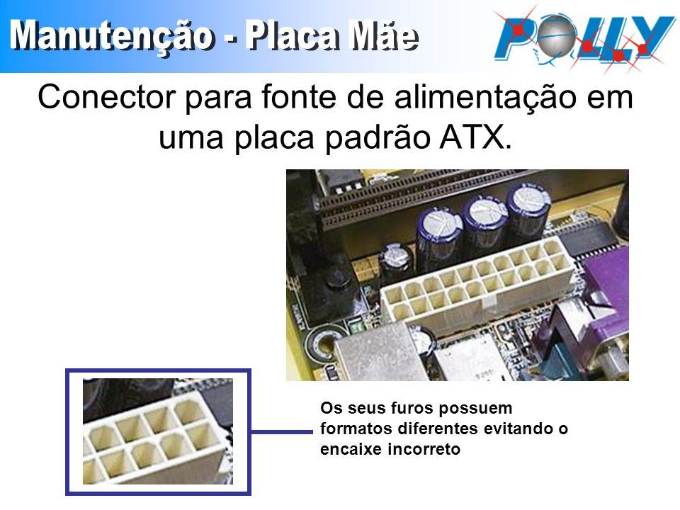 Conector para fonte de alimentação em uma placa padrão ATX. Os seus furos possuem formatos diferentes evitando o encaixe incorreto