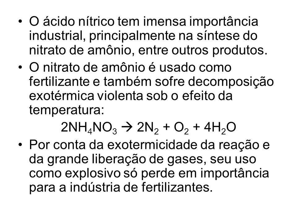O ácido nítrico tem imensa importância industrial, principalmente na síntese do nitrato de amônio, entre outros produtos. O nitrato de amônio é usado