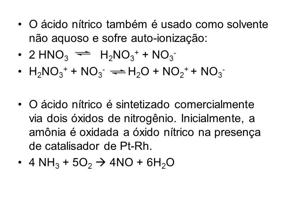 O ácido nítrico também é usado como solvente não aquoso e sofre auto-ionização: 2 HNO 3 H 2 NO 3 + + NO 3 - H 2 NO 3 + + NO 3 - H 2 O + NO 2 + + NO 3