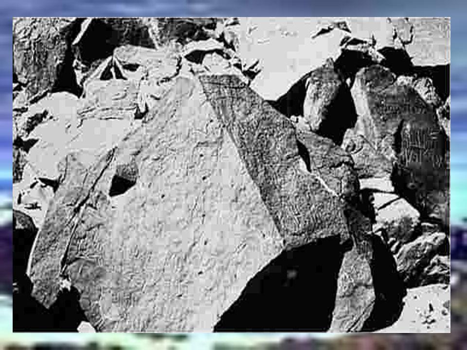 HEBREUS = atravessaram Uma das inscrições feitas por hebreus descreve com detalhes a fuga pelo Mar Vermelho. As inscrições foram feitas em hebraico an