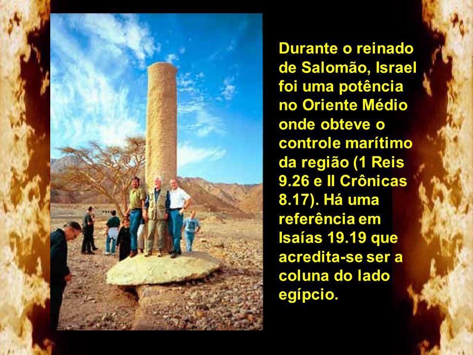 Foram encontradas duas colunas em estilo fenício sendo uma na praia do lado egípcio (Nuweiba) e outra do lado árabe. A primeira encontrada foi no lado