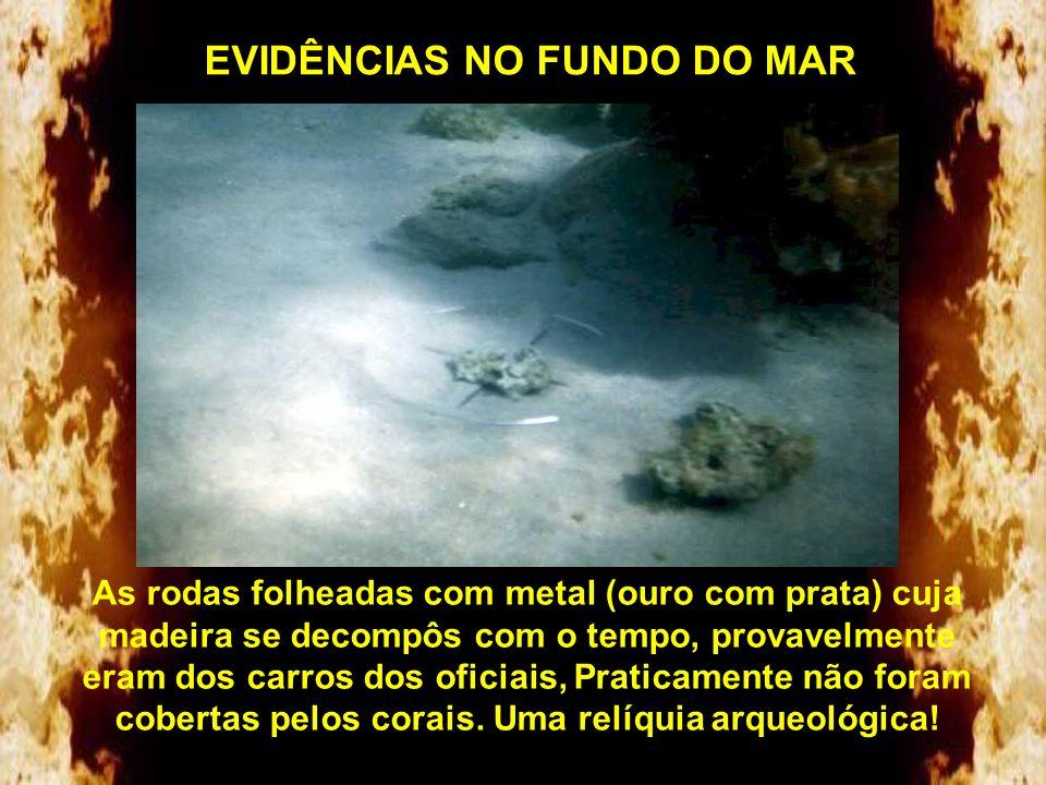 EVIDÊNCIAS NO FUNDO DO MAR Rodas e seus eixos incrustados de corais. Foram encontradas rodas de 4, 6 e 8 raios. As rodas de 8 raios só foram fabricada