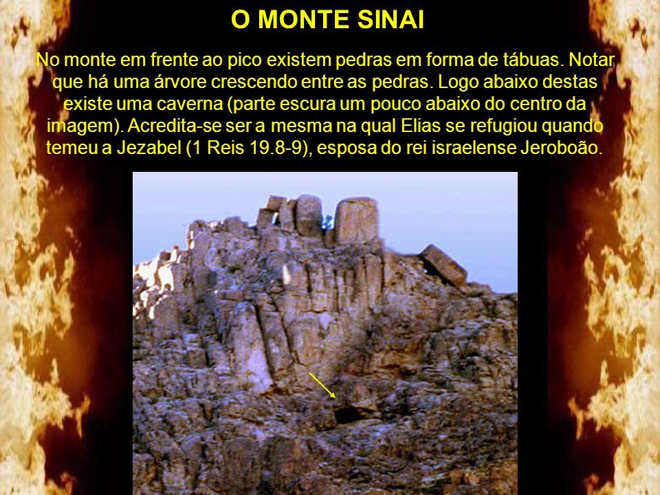 O MONTE SINAI Platô de onde foi tirada a foto da área sagrada e do arraial em 1984.