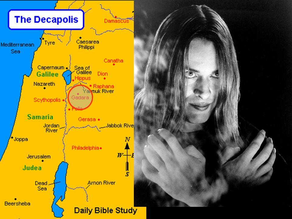 Marcos 5:2 Ao desembarcar, logo veio dos sepulcros, ao seu encontro, um homem possesso de espírito imundo, 13 Jesus o permitiu. Então, saindo os espír