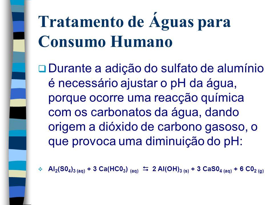 Tratamento de Águas para Consumo Humano Durante a adição do sulfato de alumínio é necessário ajustar o pH da água, porque ocorre uma reacção química c