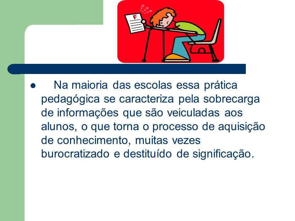A postura da escola se caracteriza como conservadora.