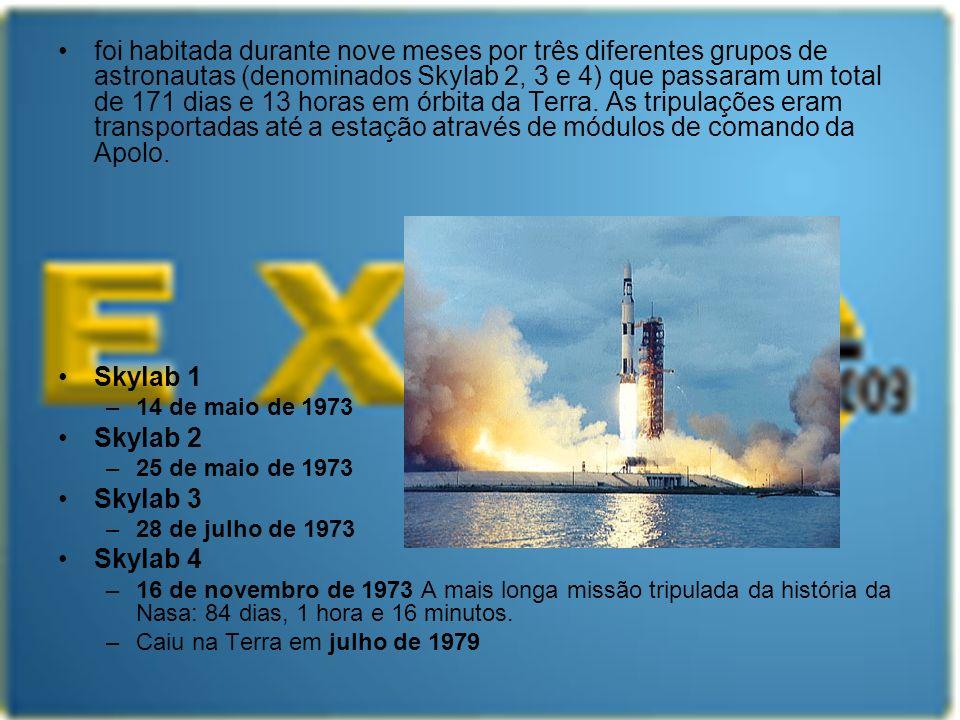 foi habitada durante nove meses por três diferentes grupos de astronautas (denominados Skylab 2, 3 e 4) que passaram um total de 171 dias e 13 horas e