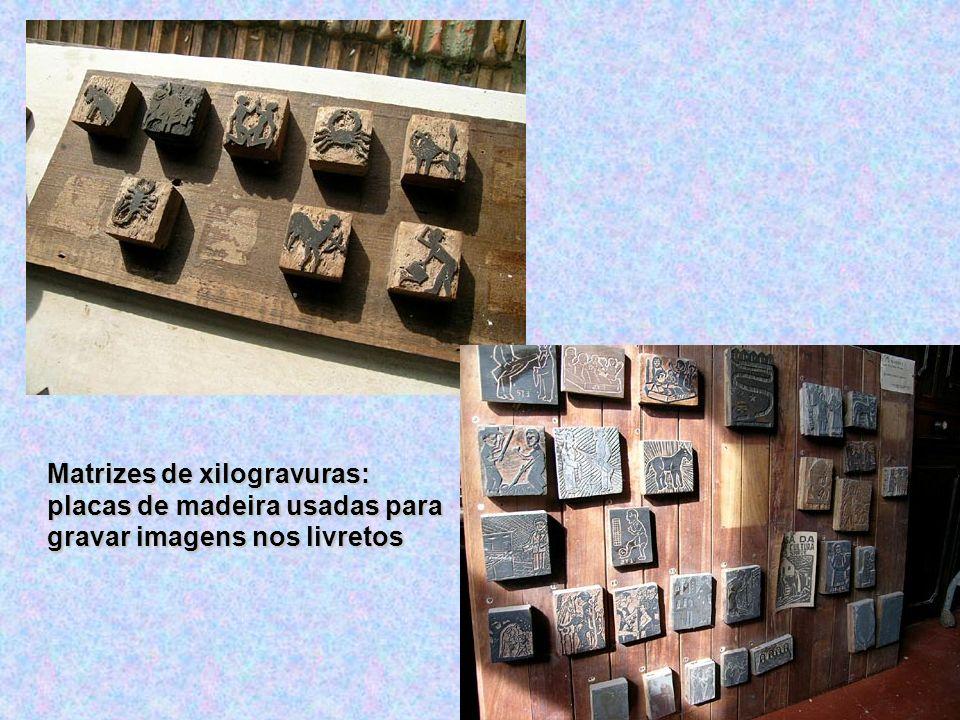Matrizes de xilogravuras: placas de madeira usadas para gravar imagens nos livretos