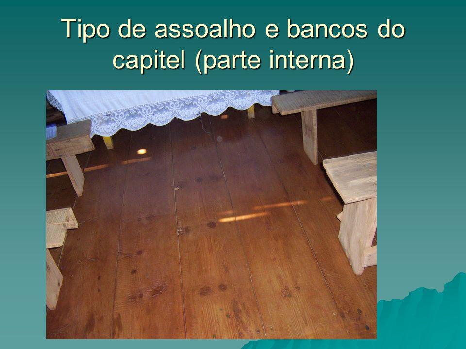 Tipo de assoalho e bancos do capitel (parte interna)