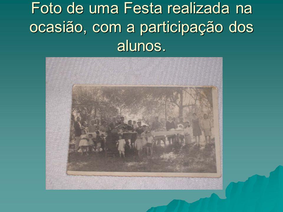 Foto de uma Festa realizada na ocasião, com a participação dos alunos.