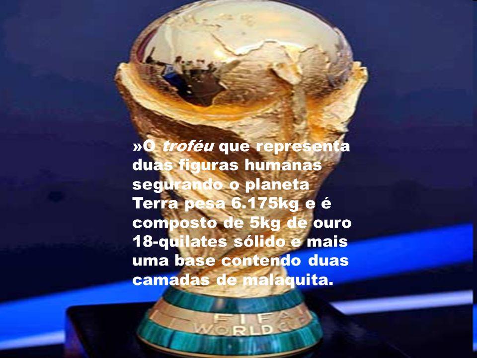 »O troféu que representa duas figuras humanas segurando o planeta Terra pesa 6.175kg e é composto de 5kg de ouro 18- quilates sólido e mais uma base c