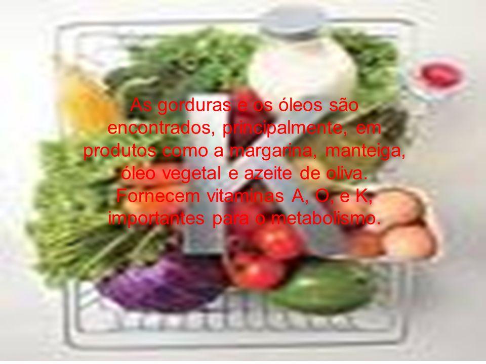 As gorduras e os óleos são encontrados, principalmente, em produtos como a margarina, manteiga, óleo vegetal e azeite de oliva. Fornecem vitaminas A,