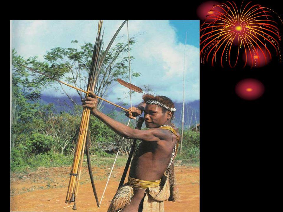 Os índios produzem utensílios por meio de artesanato.