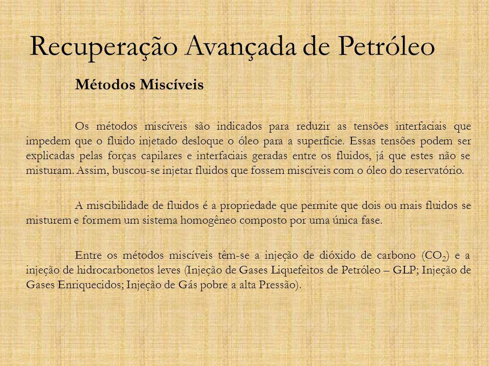 Recuperação Avançada de Petróleo Métodos Miscíveis Os métodos miscíveis são indicados para reduzir as tensões interfaciais que impedem que o fluido in