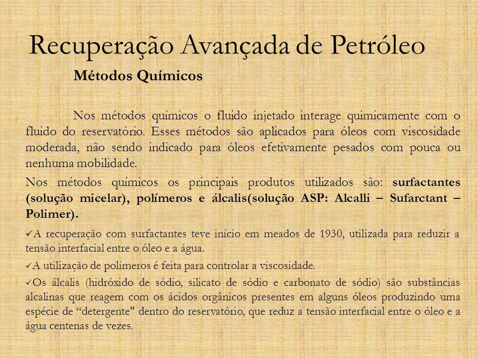 Recuperação Avançada de Petróleo Métodos Químicos Nos métodos químicos o fluido injetado interage quimicamente com o fluido do reservatório. Esses mét